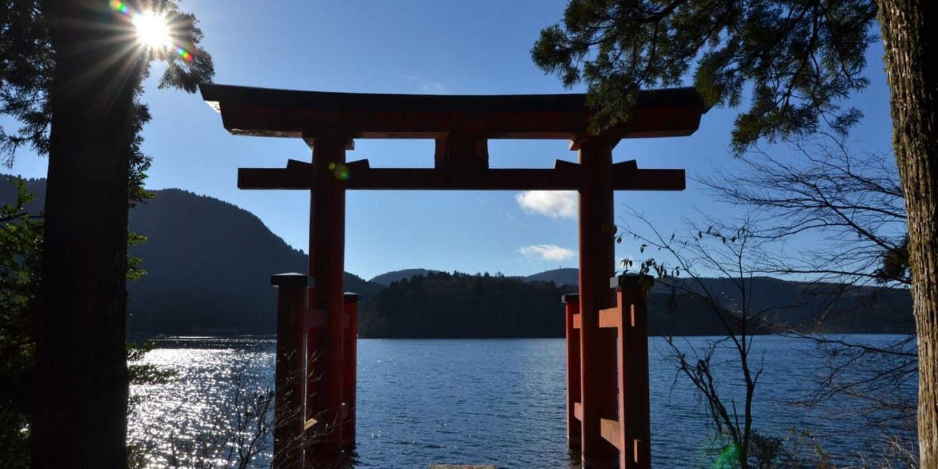 hakone shrine jinja traditional torii lake ashi