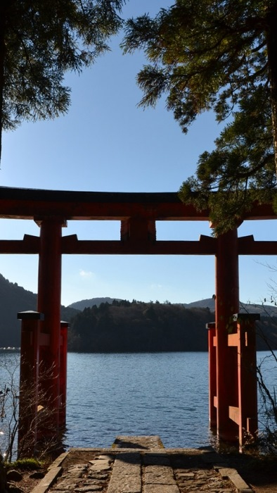 hakone shrine jinja traditional torii lake ashi